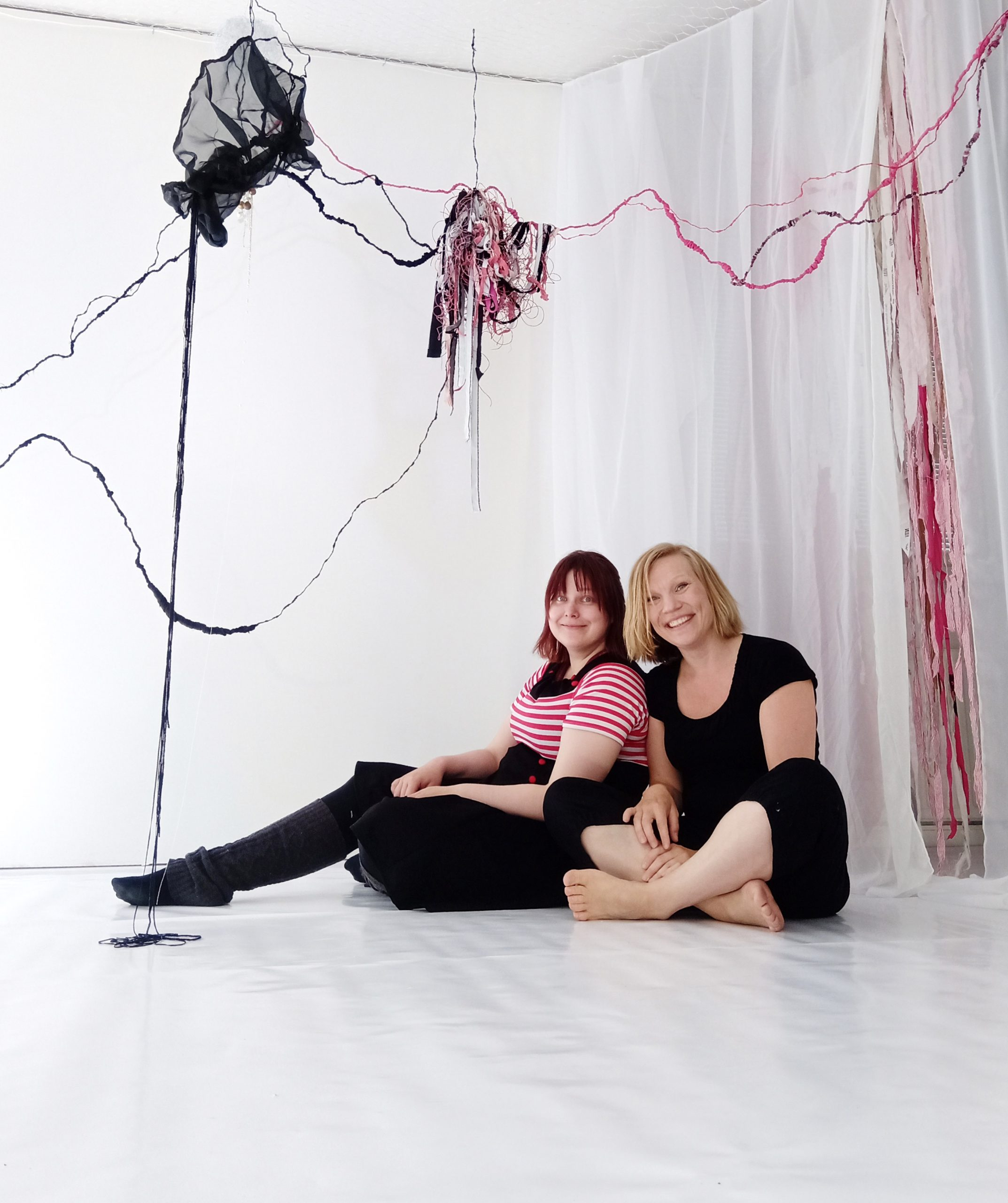 Kuvaaja: Maijariitta Karhulahti, kuvassa Karhulahti ja Anne Salmi