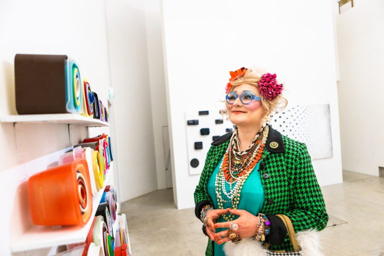 Maimu Brushwood Maija Närhisen näyttelyssä, Kuva: Aukusti Heinonen