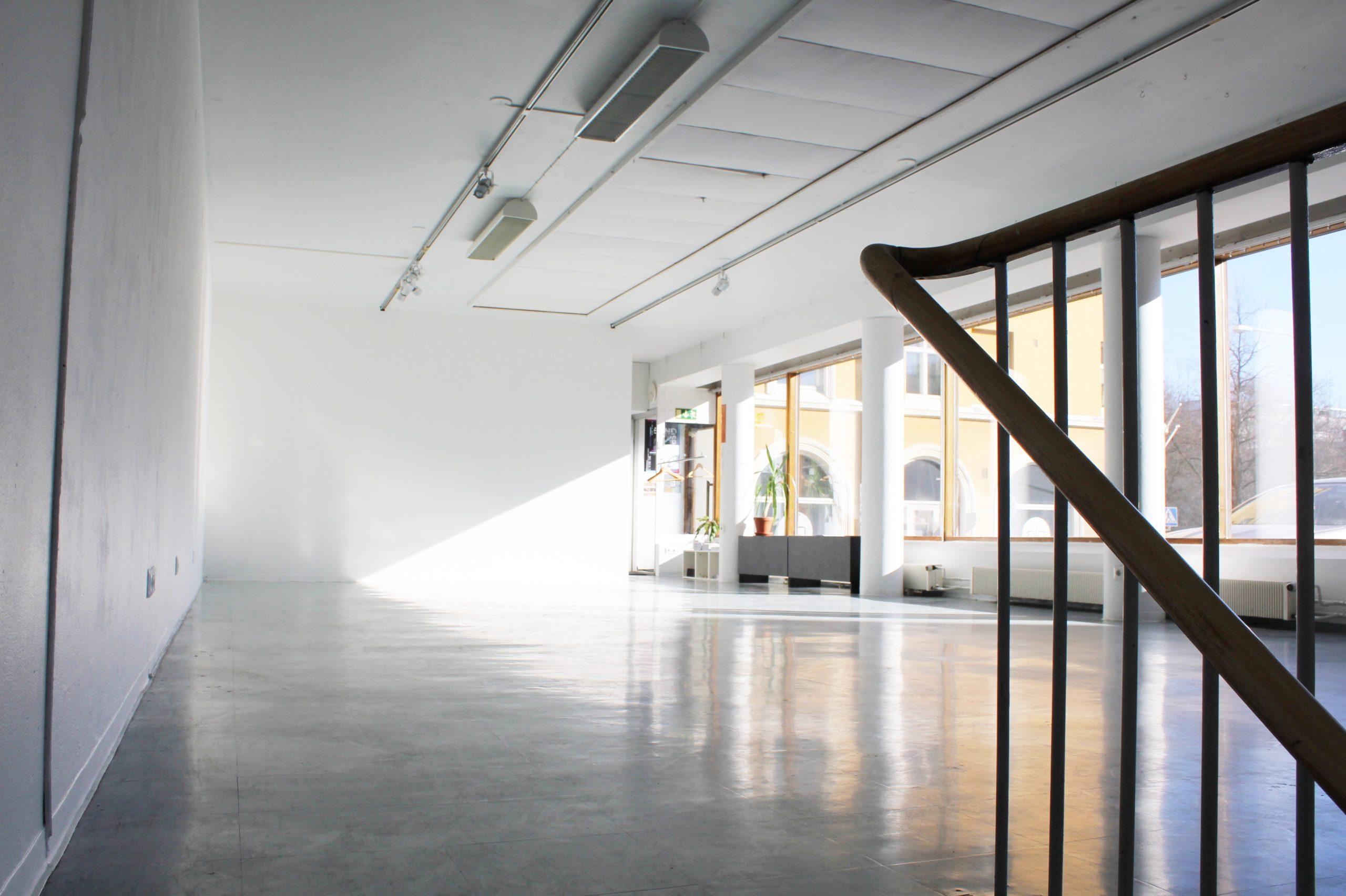 Yhdistyksen ylläpitämä Galleria Rajatila sijaitsee Tampereen Hämeenpuistossa. Kuva: Rajataide ry